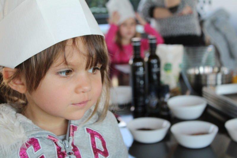 bimbi in cucina con lo chef