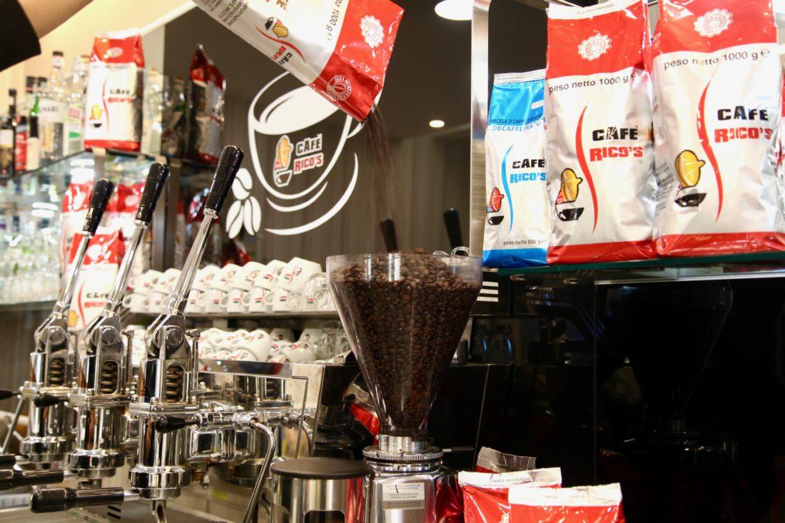 espresso al bar Rico's Caffé Ancona